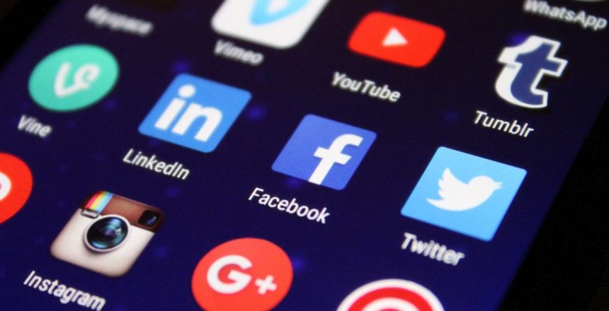 Facebook, Twitter on collision course with Indian govt over new social media norms Close-up Photography of social media icons